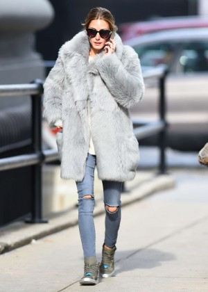 Olivia-Palermo-Wearing-a-grey-fur-coat--02-300x420